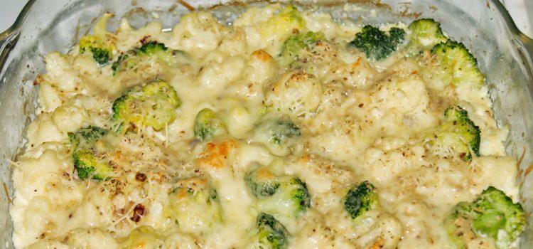 Запеченные с сыром брокколи и цветная капуста - фото
