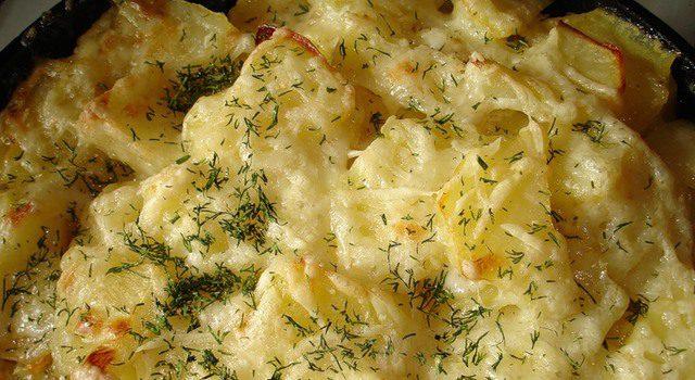 Картофель, запеченный под сыром и сметаной - фото
