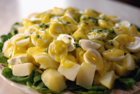 Салат из картофеля с яйцом - фото